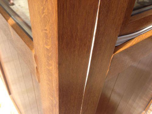 serramento in PVC con pellicola effetto legno staccata