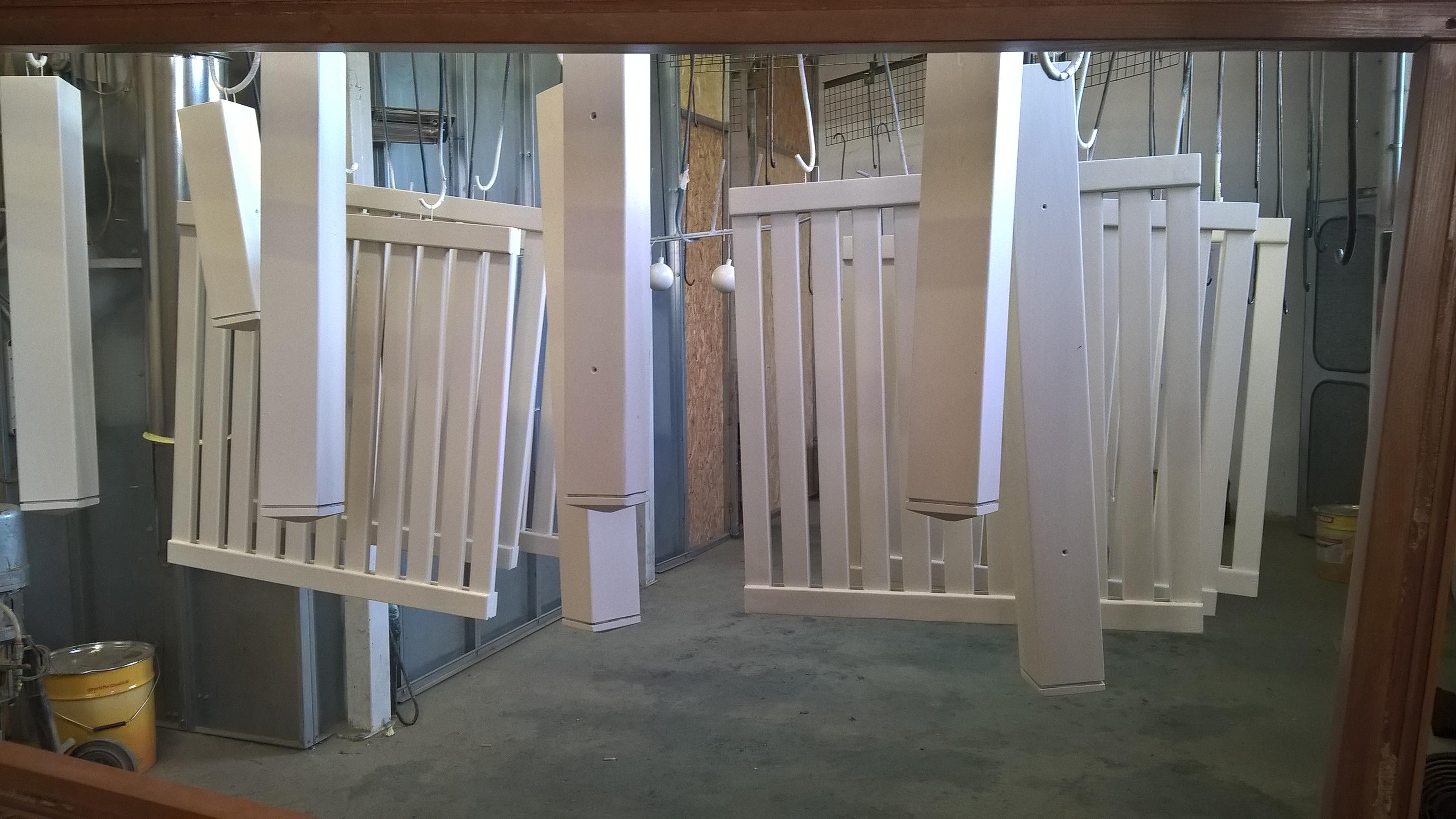 Laccatura ringhiere balconi in legno